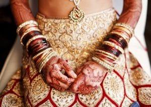 Indische Braut mit Henna Tattoo
